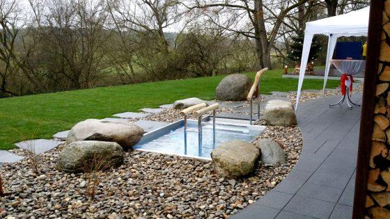 Außenbereich des Hallenbades in Katzwang zum entspannen und relaxen
