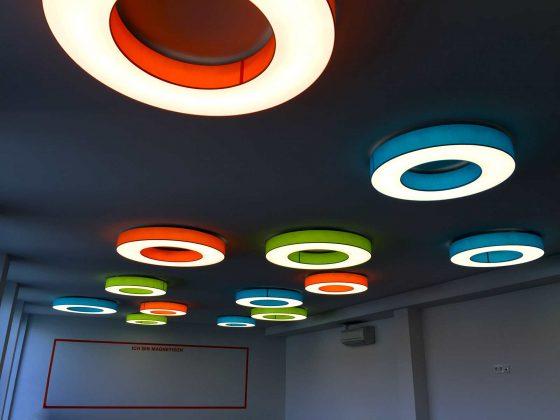 Bunt gemischte LED-Deckenleuchten von Schmitz Leuchten mit dem Typ Rotonda